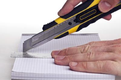 Vorsicht im Umgang mit Cuttermessern
