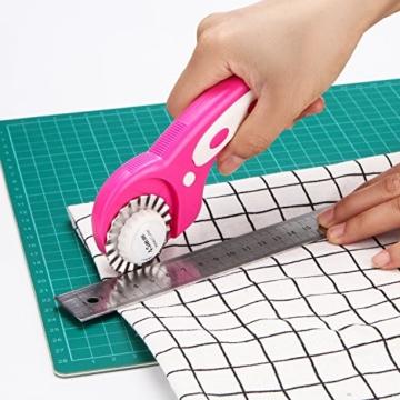 45mm Rollschneider-Set, AGPtek Pink Rollschneider mit 7 Ersatzklingen, Rundmesser & Sicherheitsverschluss für präzises Schneiden, Ideal für Abstepp-, Stoff-, Leder-, Näharbeiten & mehr - EINWEG - 6